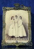 Fotografía de la Reina María Cristina y las Infantas Teresa y María de las Mercedes. 1897